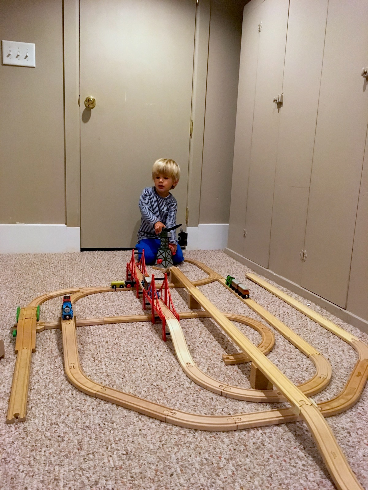 toy-rotation-aswesome-thomas-train-track